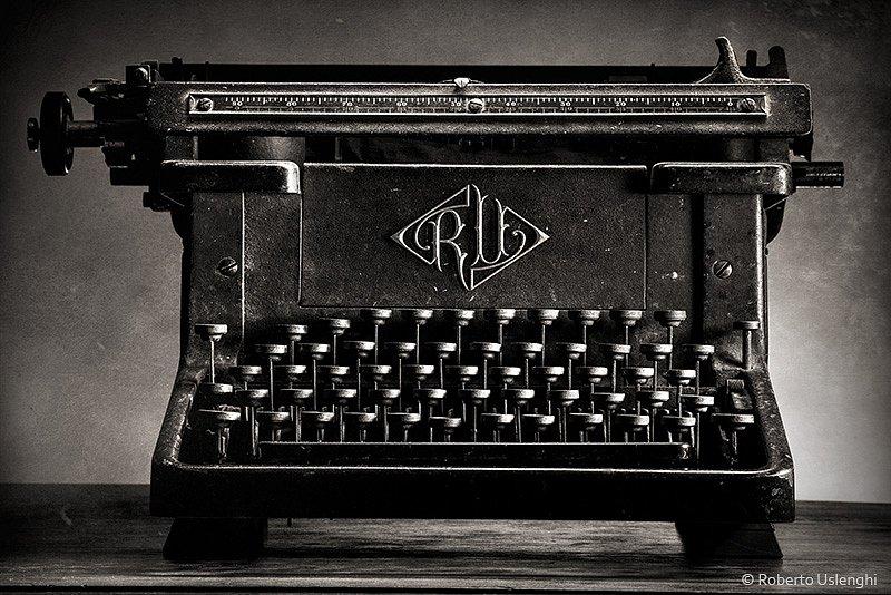 Macchina-da-scrivere-vintage.jpg